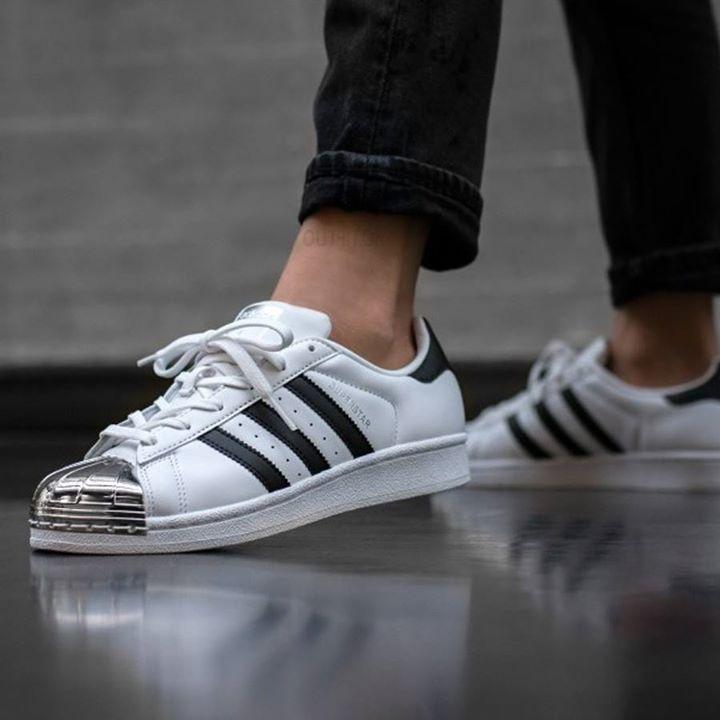 Πόσο στιλάτα sneakers!