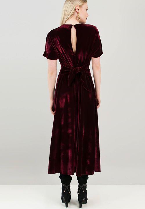 Βελούδινο φόρεμα με δέσιμο στη μέση!