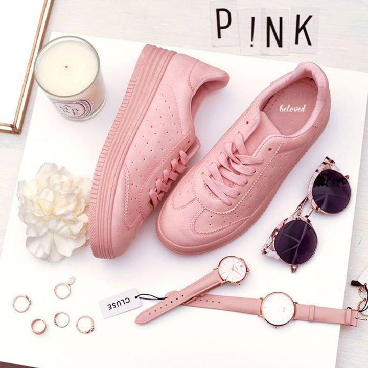Και μία οικονομική πρόταση για ροζ sneakers!