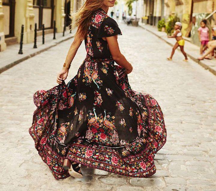 Το φόρεμα που αγαπήθηκε όσο κανένα άλλο και πάλι μαζί μας!
